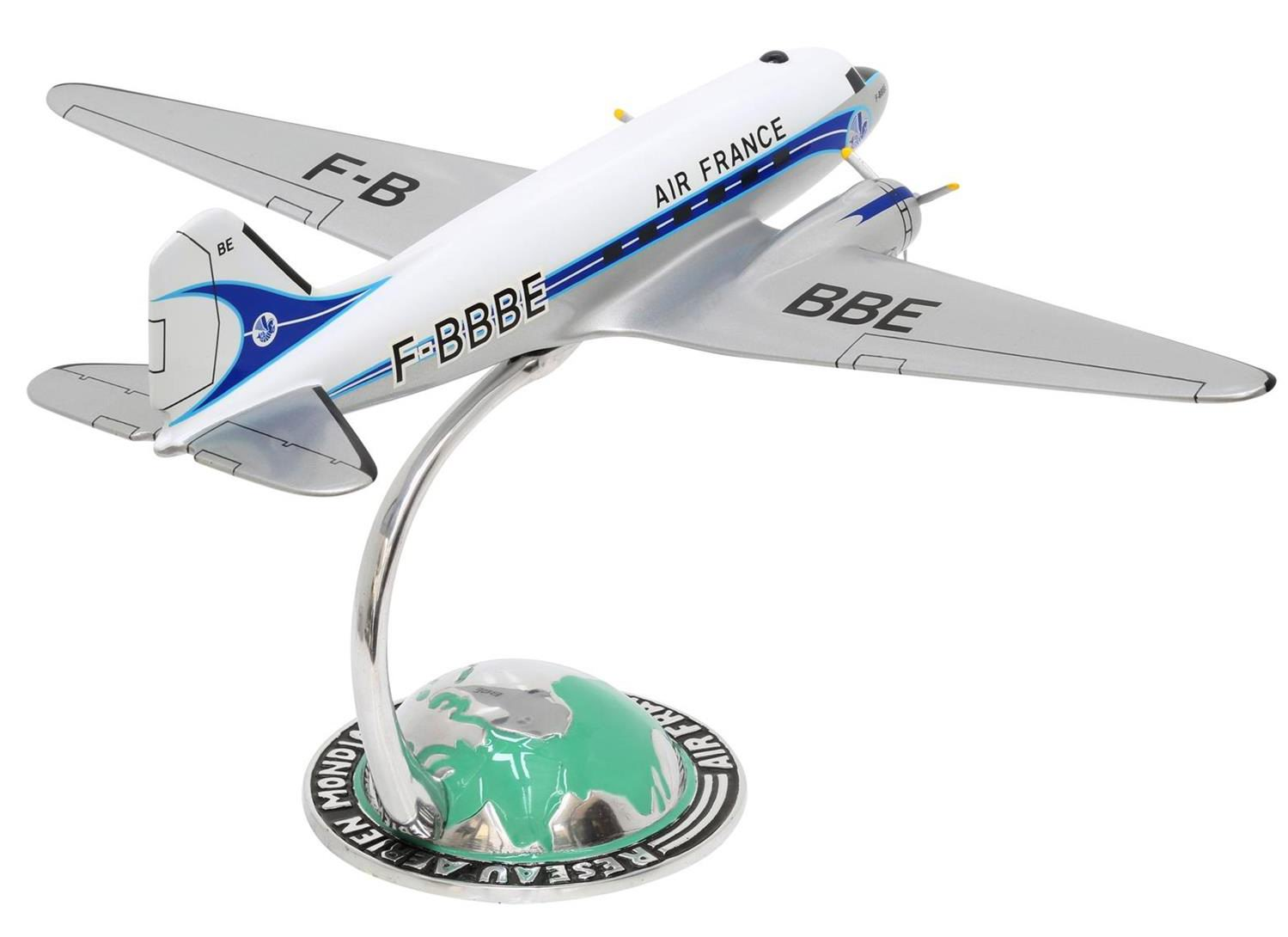 DOUGLAS DC3 AIR FRANCE sur socle demi-globe Socatec
