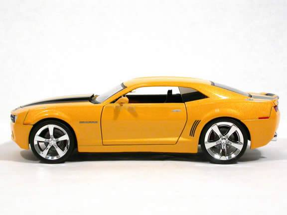 movies diecast vehicle 2006 chevy camaro concept bumblebee from the movie transformers 1 18. Black Bedroom Furniture Sets. Home Design Ideas