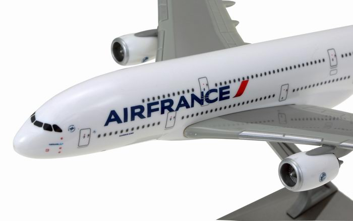 Maquette avion air france airbus a380 800 au 1 200 for Interieur d avion air france