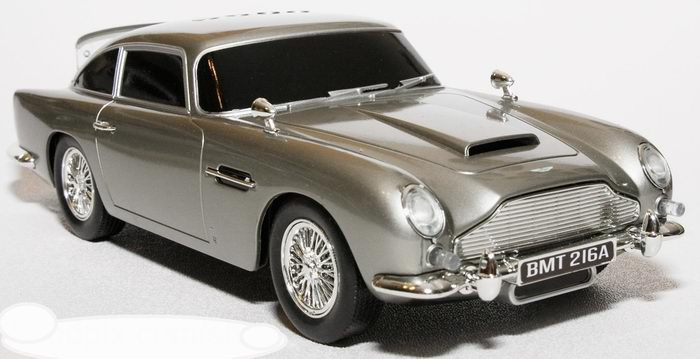 Voiture ASTON MARTIN DB5 Skyfall James Bond 007 23 cm 1/24