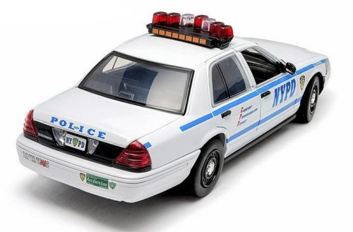 12920 Voiture FORD CROWN VICTORIA INTERCEPTOR 2001 NYPD NEW YORK POLICE DEPARTMENT 1/18 Gyrophares et Sirene Electroniques