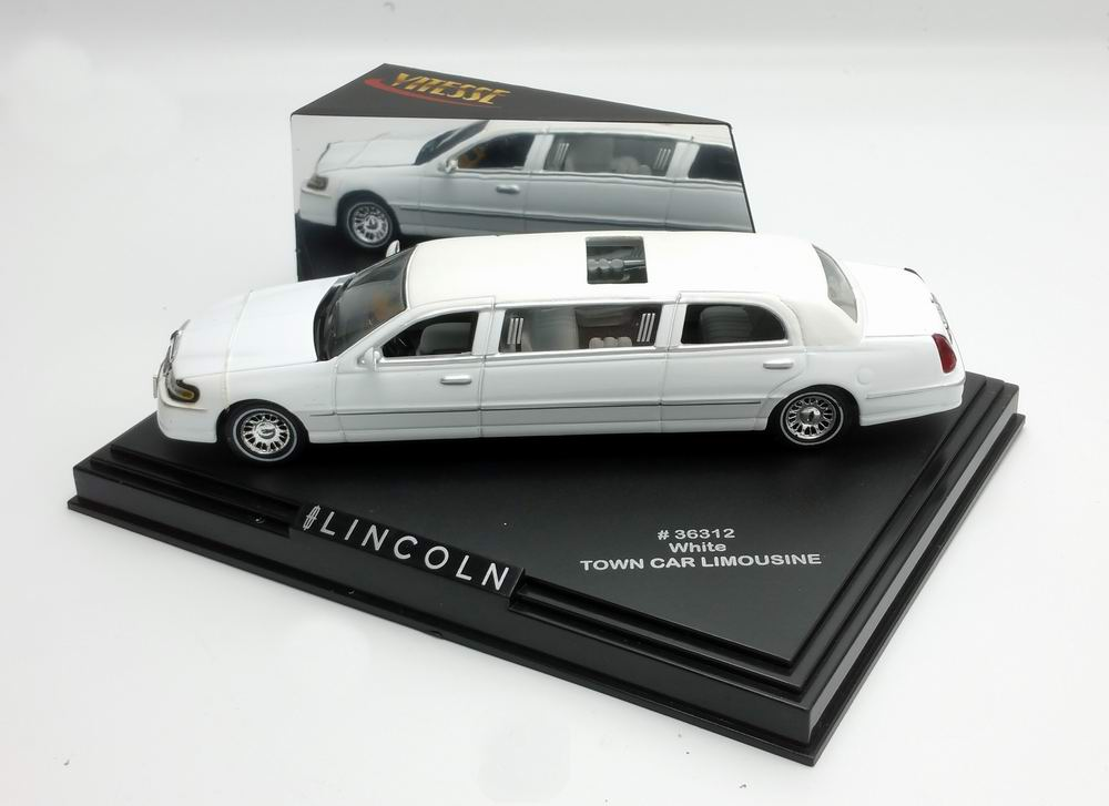 Petite Voiture de Collection LINCOLN 2000 Limousine Town Car de 2000 Blanche