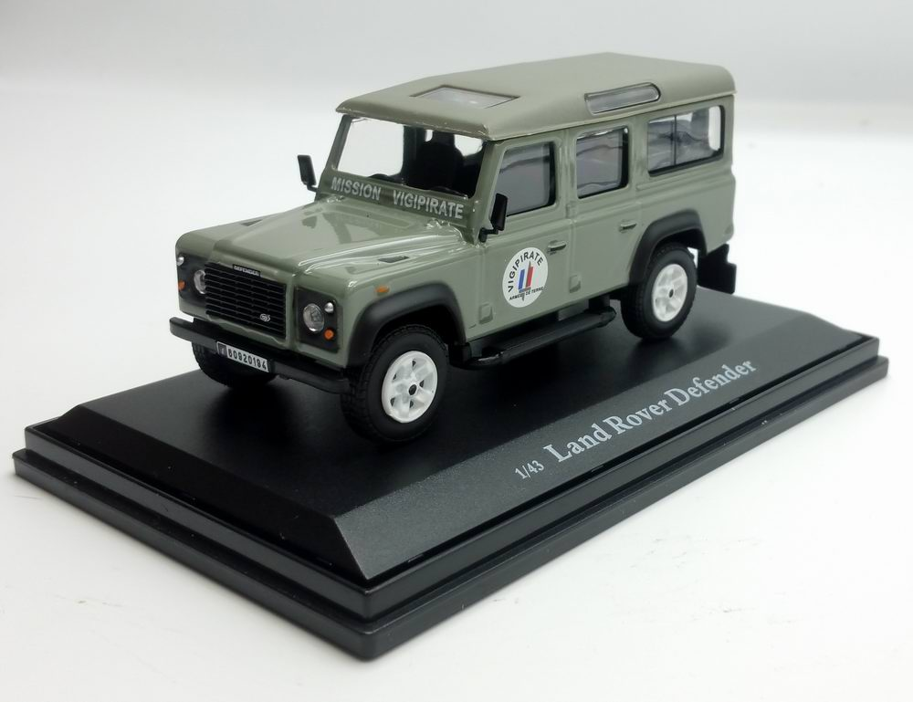 Voiture LAND ROVER Defender Long MISSION VIGIPIRATE Oliex 1/43