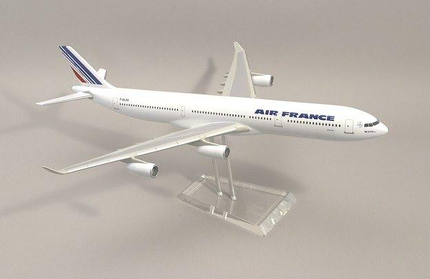 Maquette dagence A340-311 Air France au 1/100