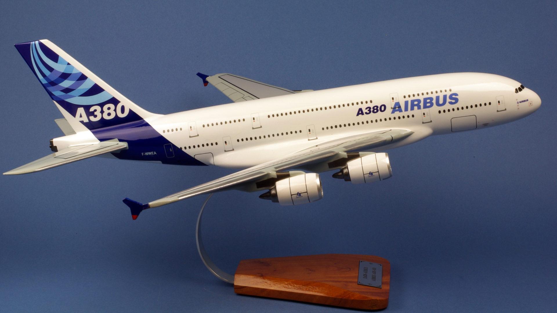 Airbus A380 800 nouvelles couleurs AIRBUS INDUSTRIES