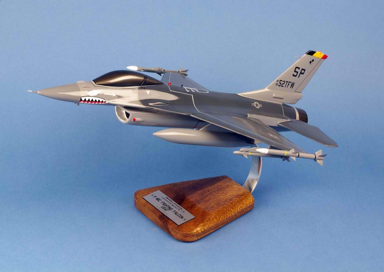 Maquette Avion de Chasse F-16C Fighting Falcon 52ndTFW USAF au 1/35