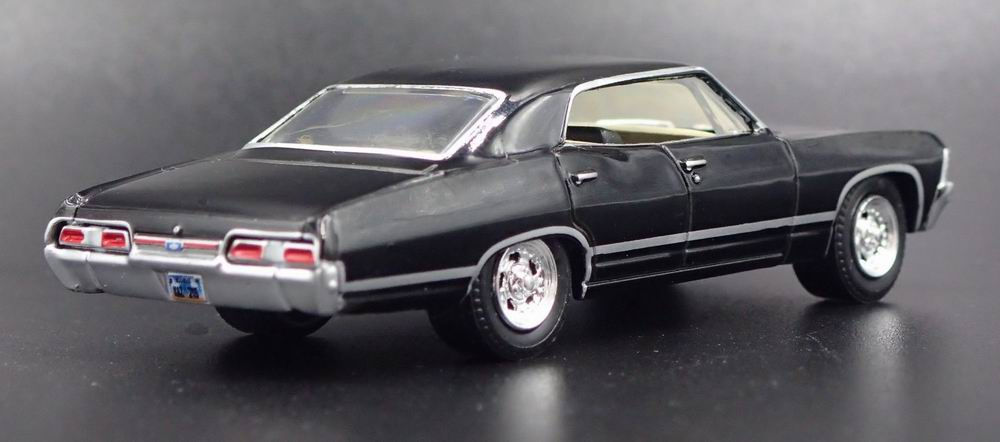 diecast model car CHEVROLET Impala SUPERNATURAL With Sam and Dean Figurines 1/64