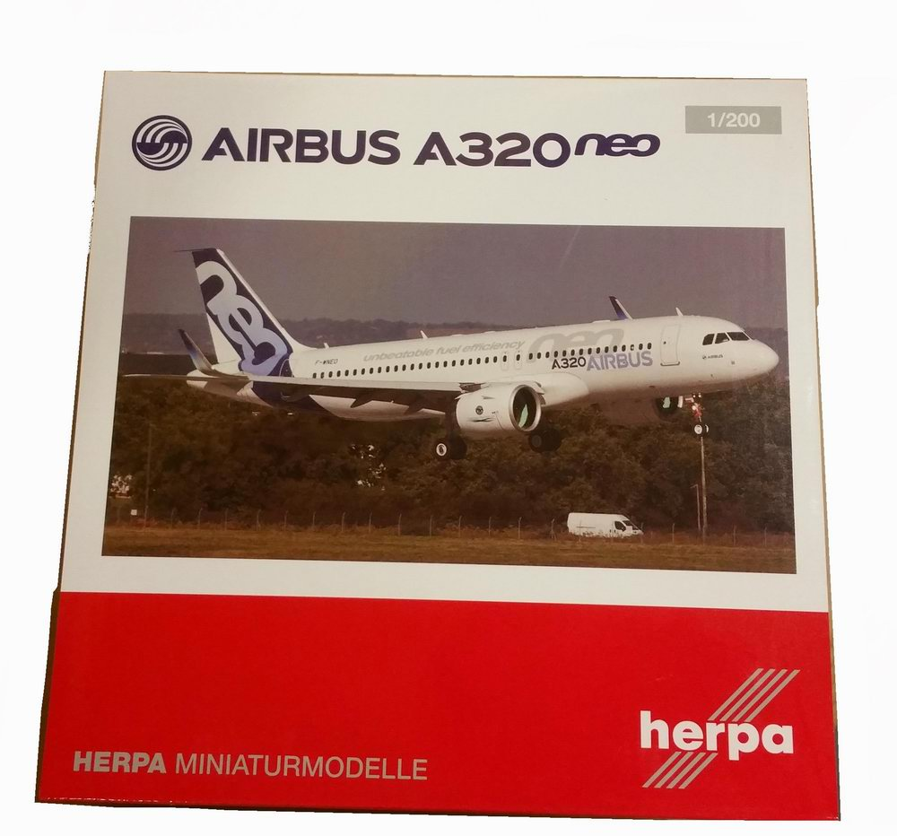 Maquette AIRBUS A320 Neo en métal 1/200