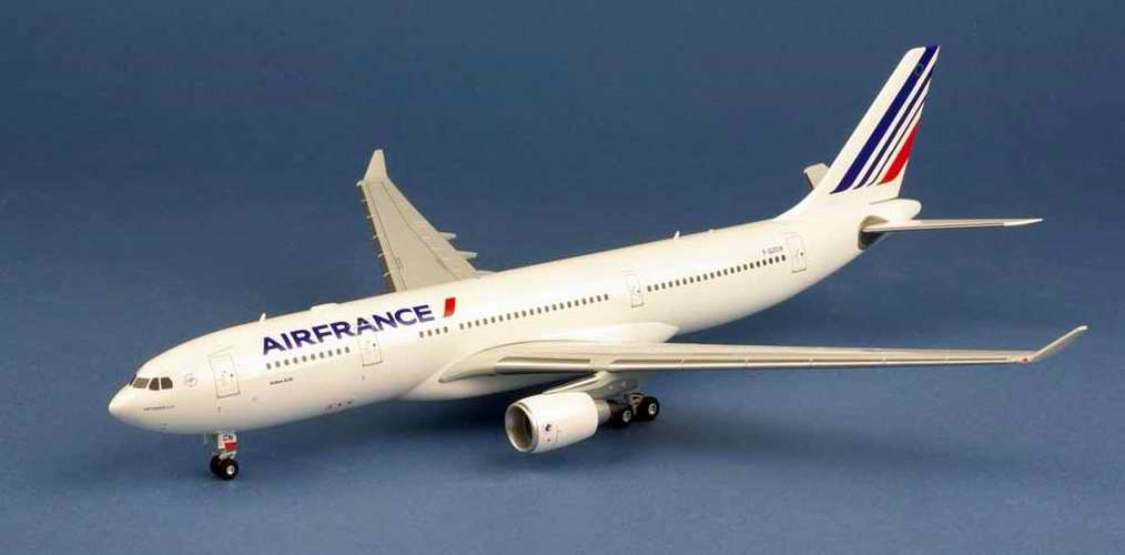 Maquette AIRBUS A330-200 AIR FRANCE F-GZCN 1/200