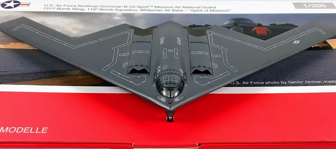 Maquette Northrop Grumman B-2A Spirit Bomber Missouri 88-0329 1/200 Herpa