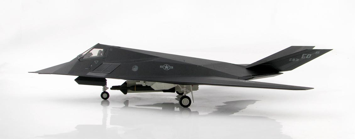 Maquette avion F117 Nighthawk 85-831 Skunk Works Artwork USAF US AIR FORCE 1/72