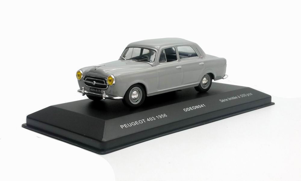 Voiture Miniature Peugeot 403 noire 1/43