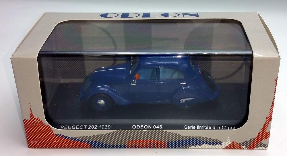 Petite voiture Peugeot202 1/43