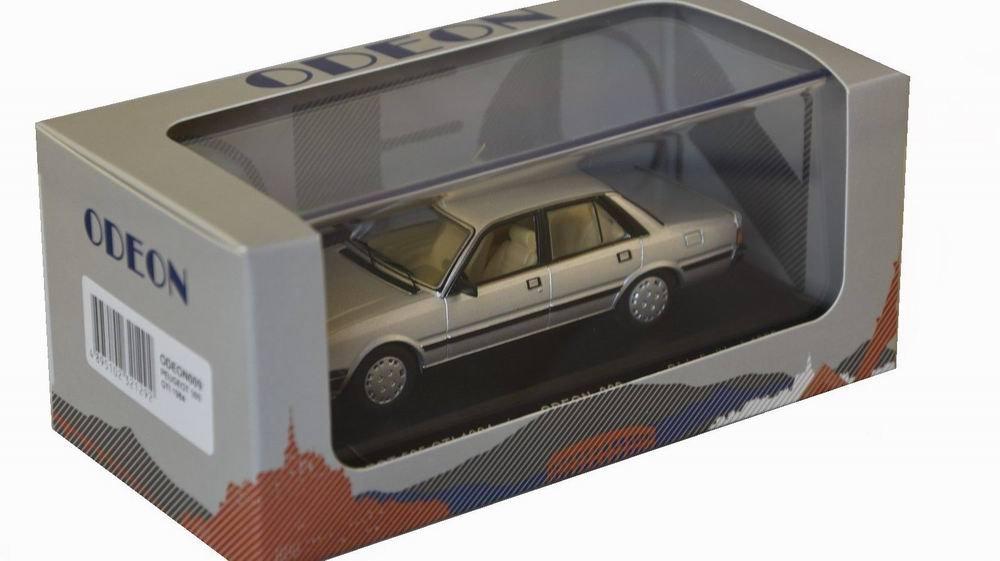 Petite voiture Peugeot 505 1/43