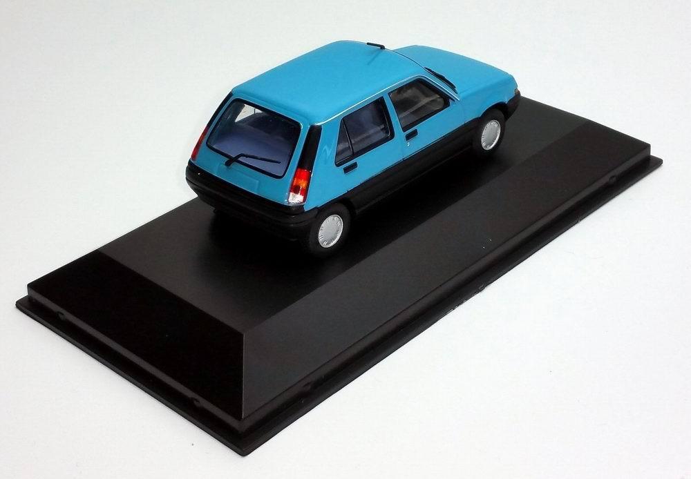 Petite voiture super5 renault 1/43