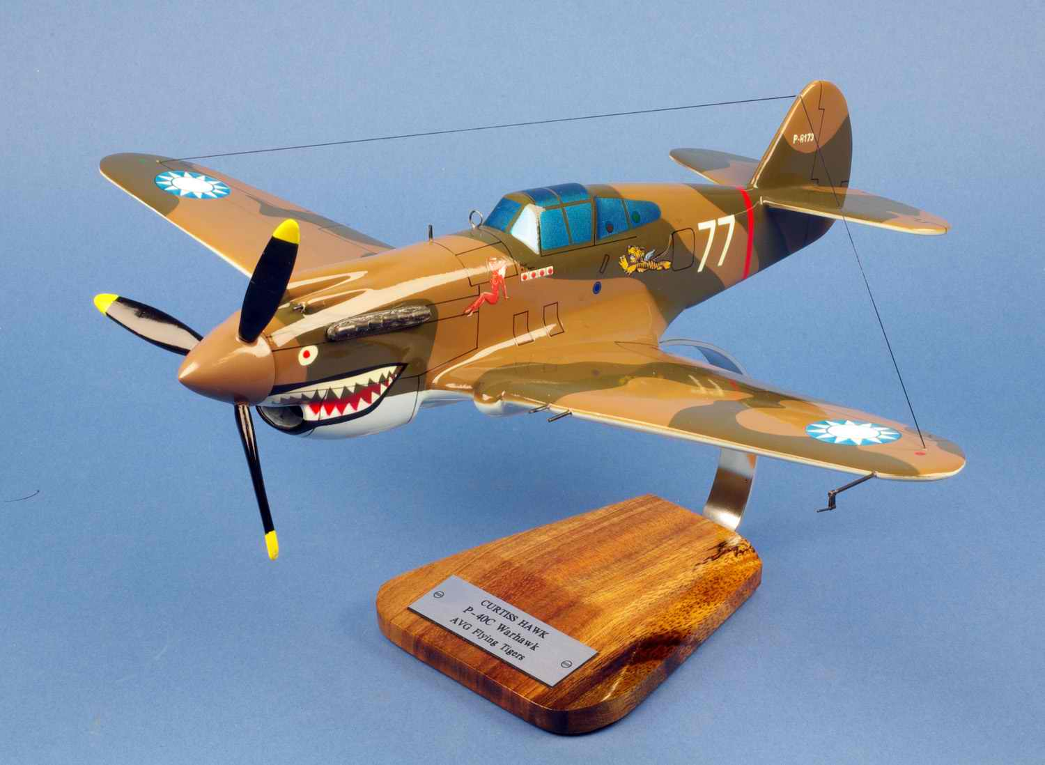 Maquette Avion De Chasse P-40C Warhawk 3rd Pursuit Squadron Hell's Angels Flying Tigers 1/28