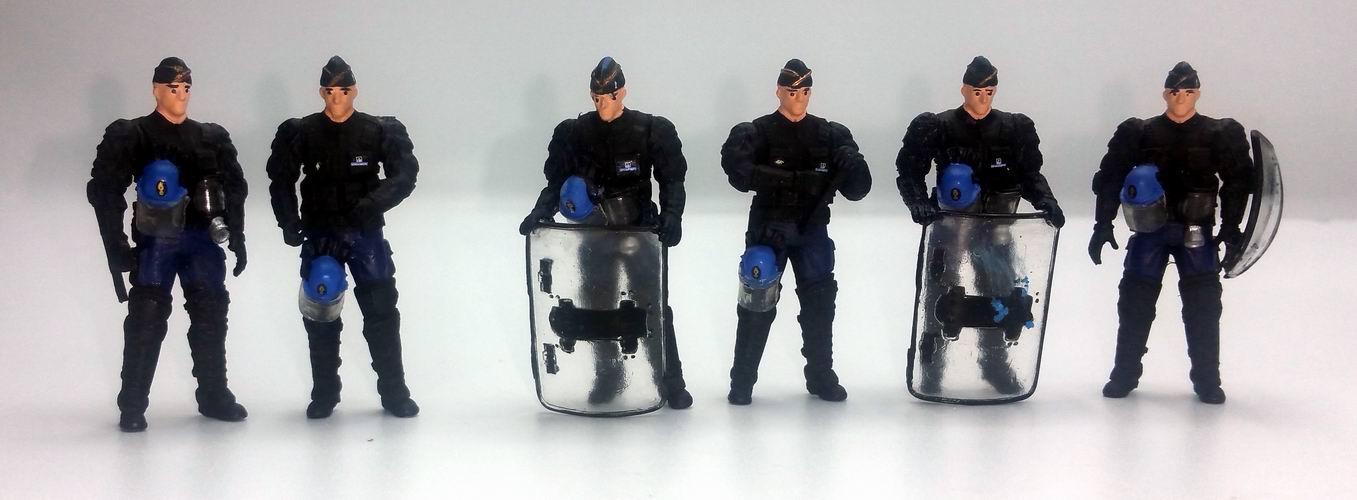 Figurines Gendarmes Mobiles policiers CRS Gilets Jaunes 1/43