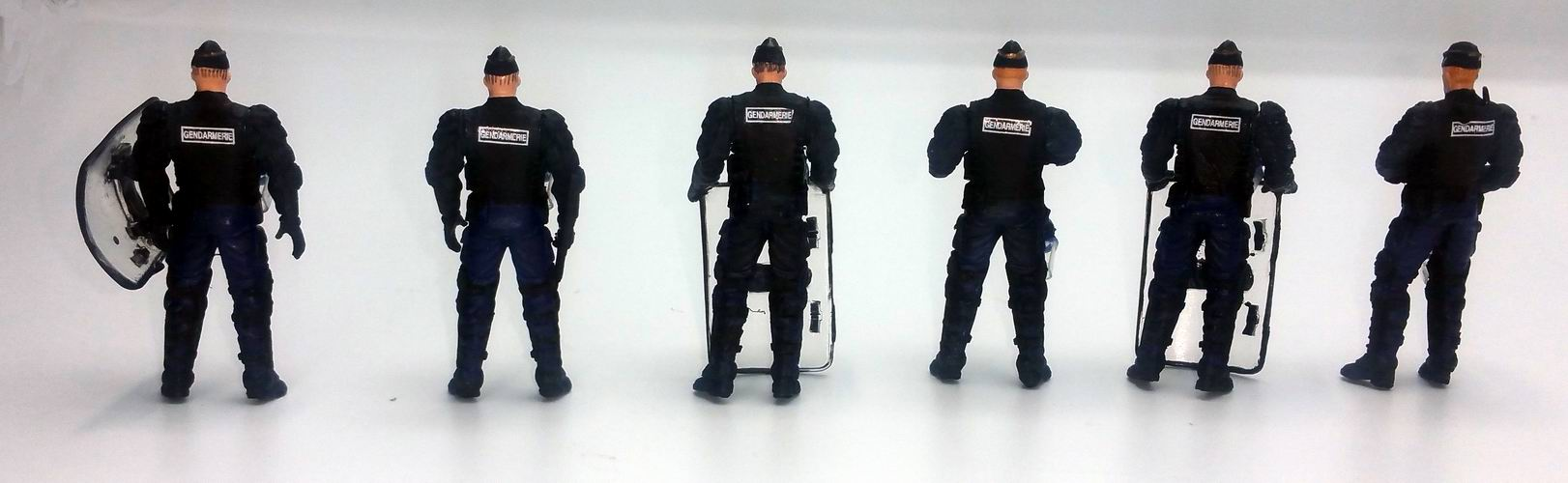 Figurines Gendarmes Mobiles police CRS 1/43