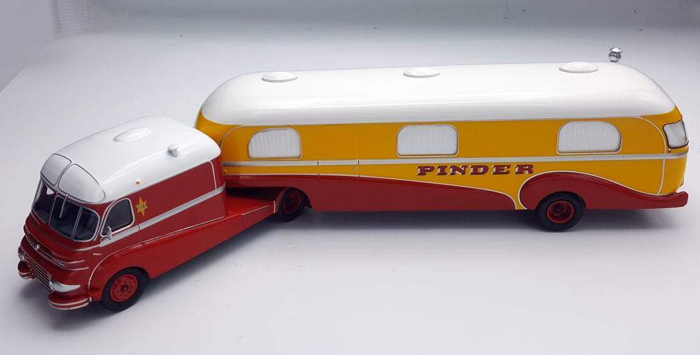 camion FORD F798 Avec caravane Assomption CIRQUE PINDER 1/43