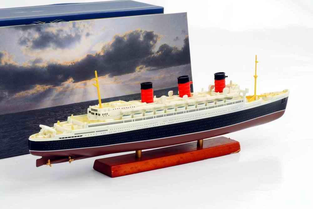 Maquette Navire Paquebot Transatlantique RMS QUEEN MARY 1/1250