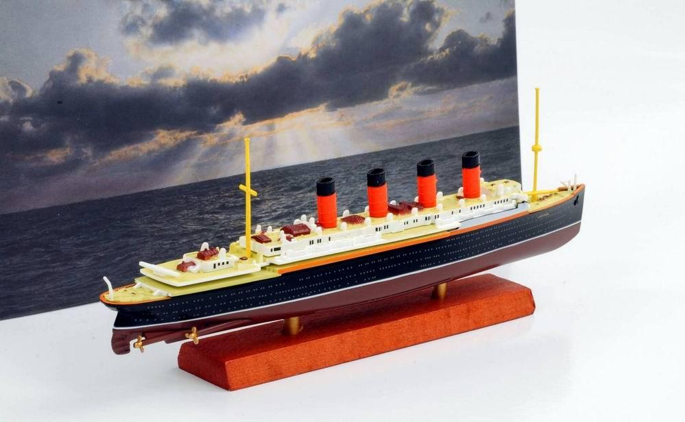 Maquette Navire Paquebot Transatlantique RMS LUSITANIA 1/1250