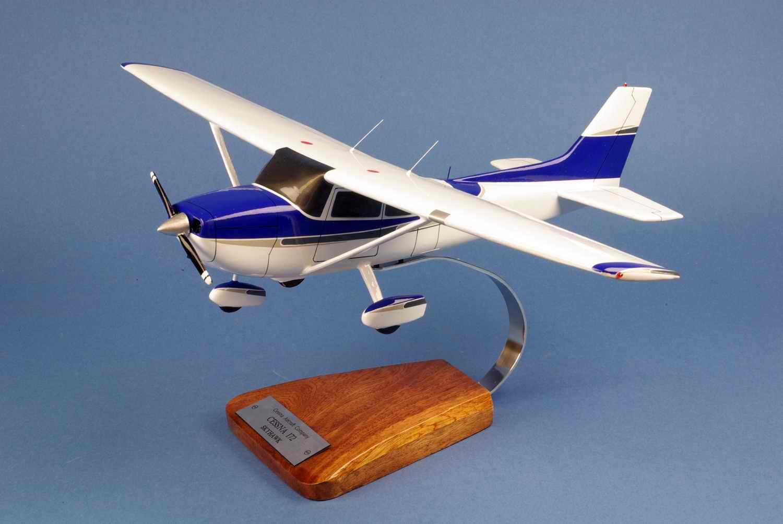 Maquette avion de tourisme CESSNA 172 Skyhawk 1/24