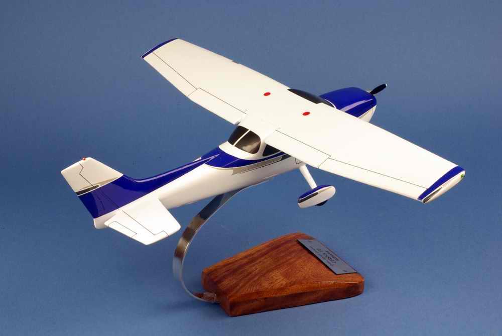 Maquette avion CESSNA172 Skyhawk 1/24