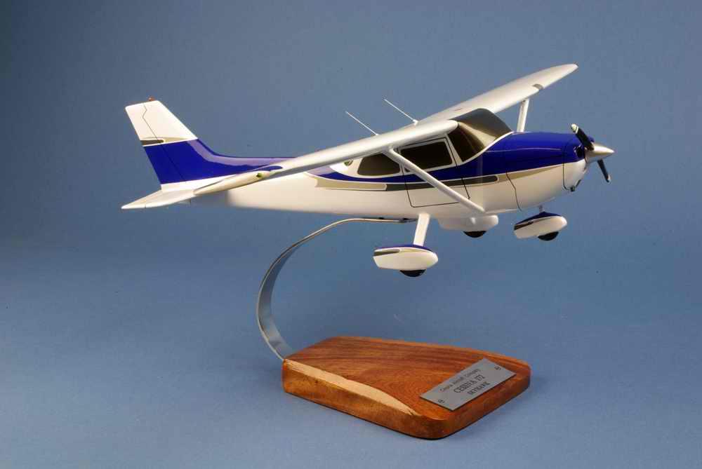 Maquette CESSNA 172 Skyhawk 1/24
