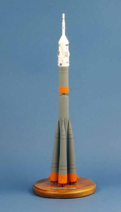 maquette Fusée Soyuz ISS TMA-06M Eneide Exped 11 au 1/90