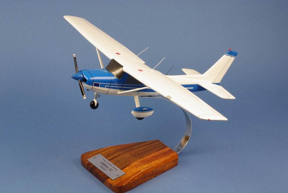 Maquette CESSNA 152 Aerobat 1/22