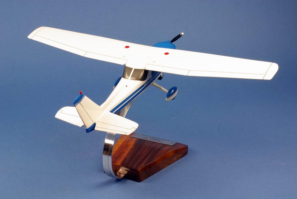 Maquette CESSNA152 Aerobat 1/22