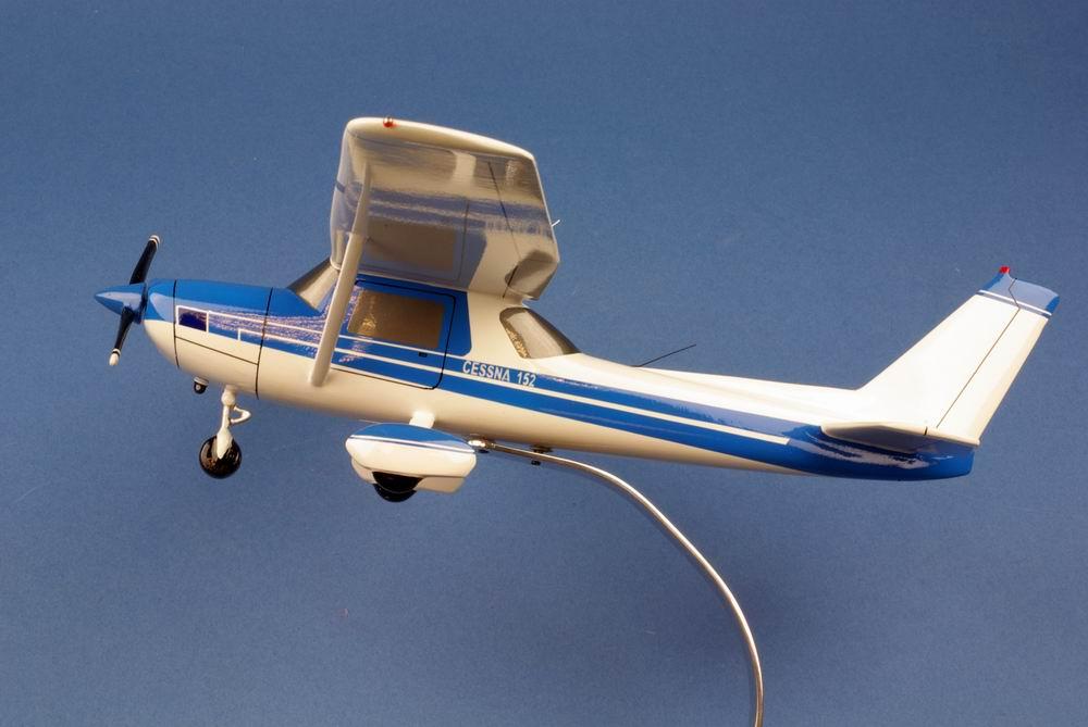 Maquette avion de tourisme CESSNA 152 Aerobat 1/22