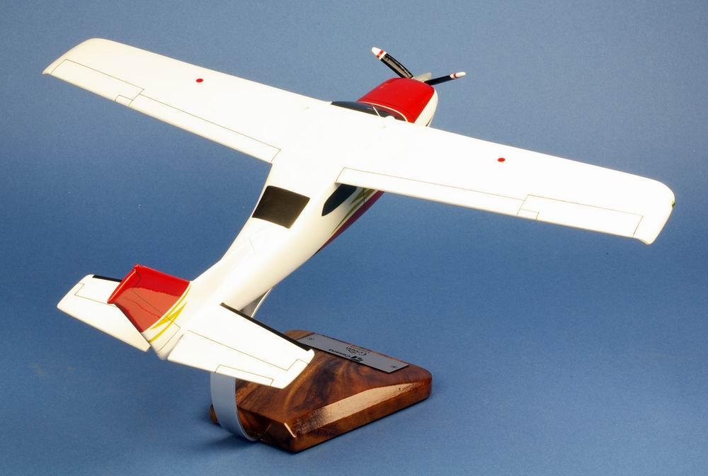 Maquette avion de tourisme CESSNA 210 Centurion 1/24