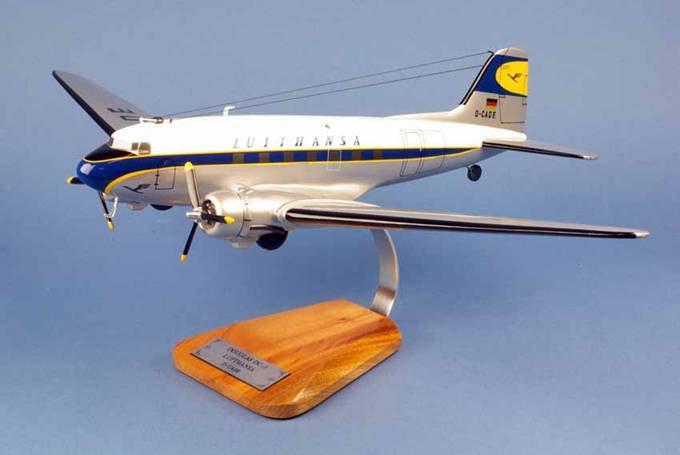 Maquette Douglas DC-3 aux couleurs de Lufthansa 1/48