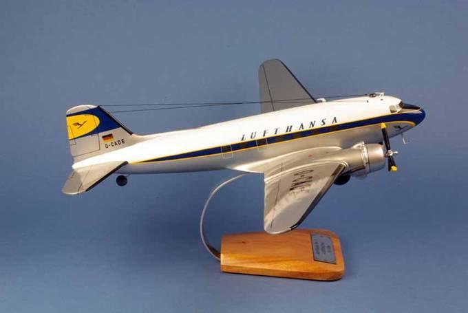 Maquette DouglasDC3 aux couleurs de Lufthansa 1/48