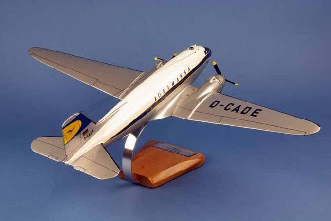 Maquette Avion Douglas DC3 aux couleurs de Lufthansa 1/48