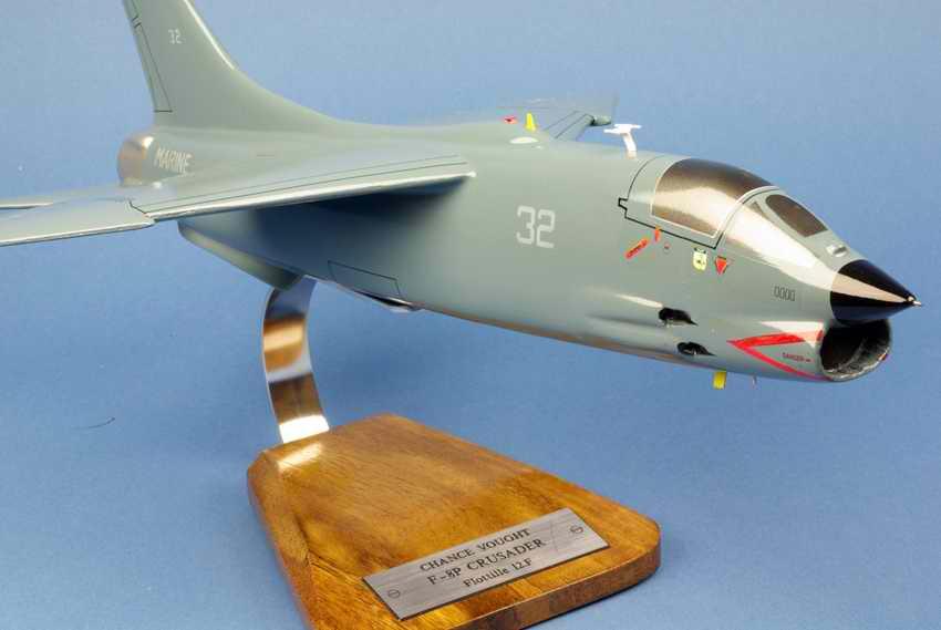Maquette Avion F8E Crusader aux couleurs de la Flottille 12F Aéronavale Française