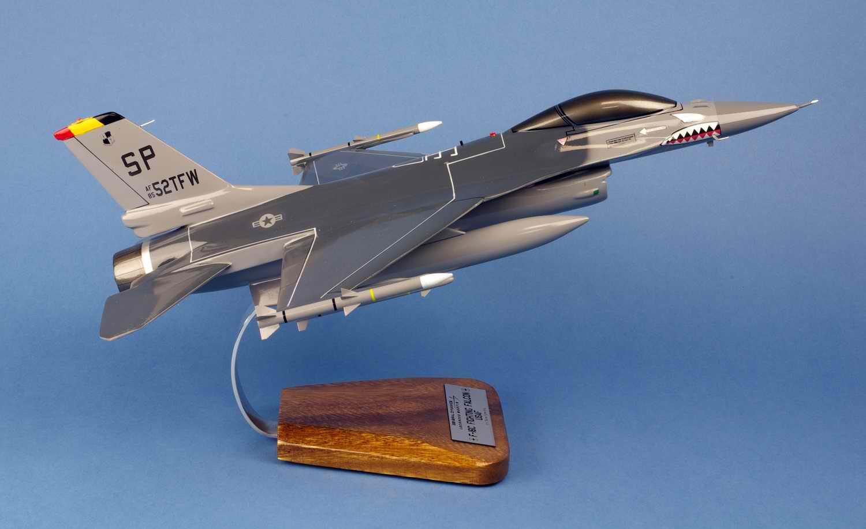 Maquette Avion de Chasse F-16C FightingFalcon 52ndTFW USAF au 1/35