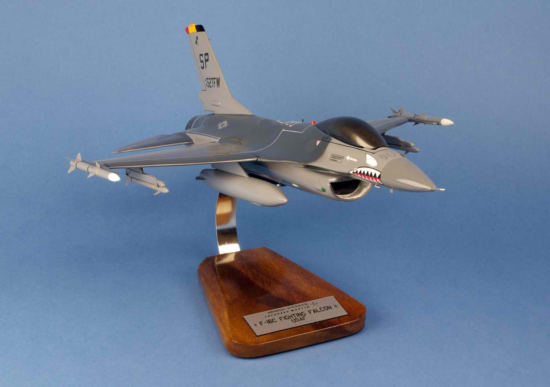 Maquette Avion de Chasse F16C Fighting Falcon 52ndTFW USAF au 1/35