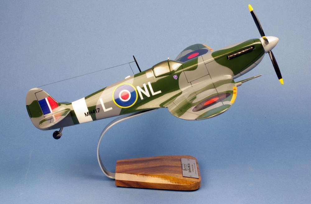 Maquette avion SPITFIRE MK 9 Sqn341/GCIII/2 Alsace FAFL René Mouchotte 1/24