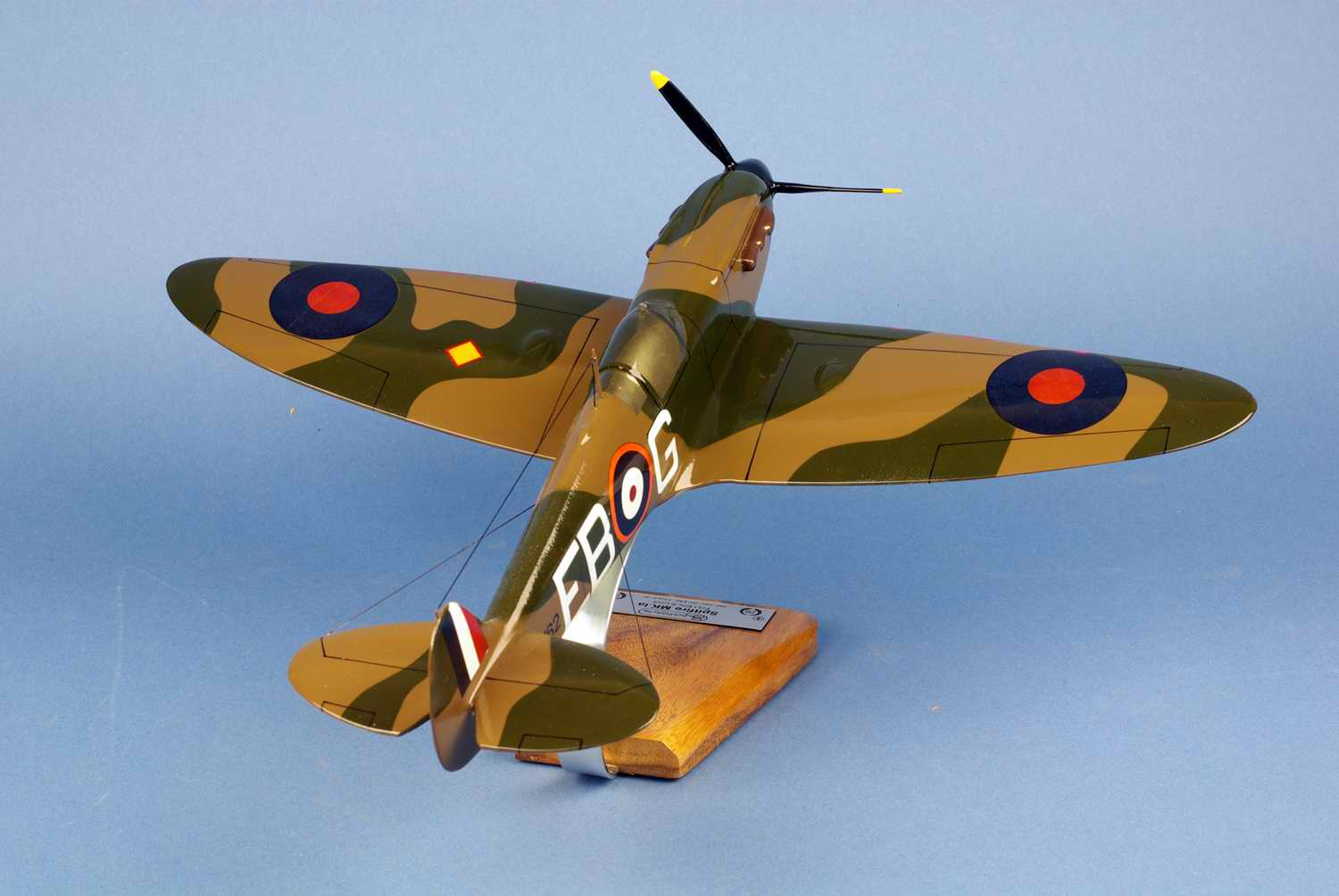 Maquette Avion SPITFIRE MKIA 41 Squadron RAF Eric Stanley Lock ROYAL AIR FORCE 1/24