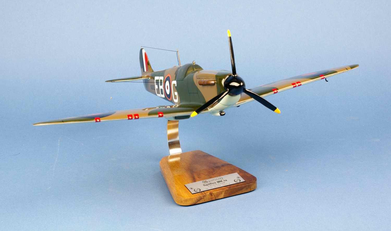 Maquette Avion SPITFIRE MKI Squadron RAF Eric Stanley Lock ROYAL AIR FORCE 1/24