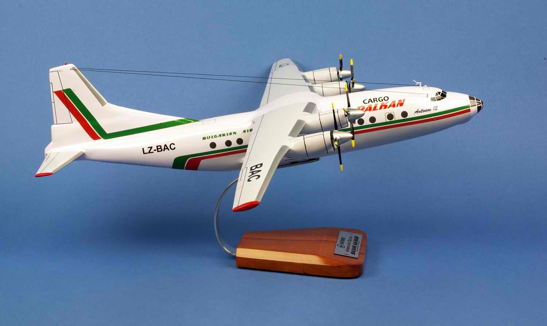 Maquette Avion ANTONOV 12BK BALKAN Cubau 1/72