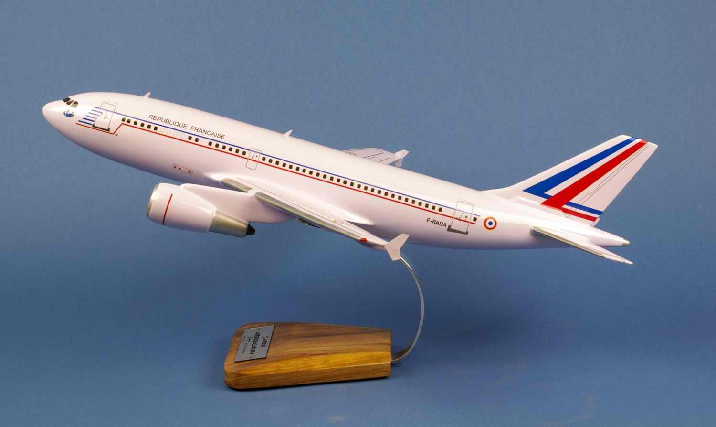 Maquette Avion AIRBUS A310 REPUBLIQUE FRANCAISE ET03060 Esterel 1/100
