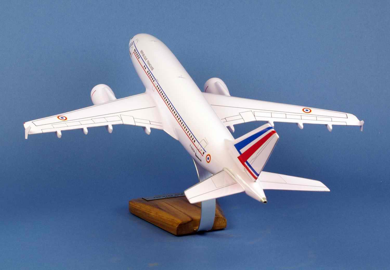 Maquette Avion AIRBUS A310 REPUBLIQUE FRANCAISE ET03 060 Esterel 1/100