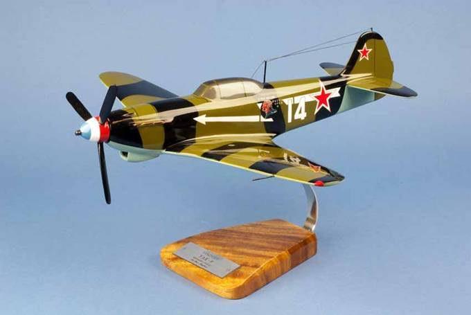 Maquette avion de chasse Yakovlev Yak9 - GC3 Normandie Niemen Le Père Magloire 1/24