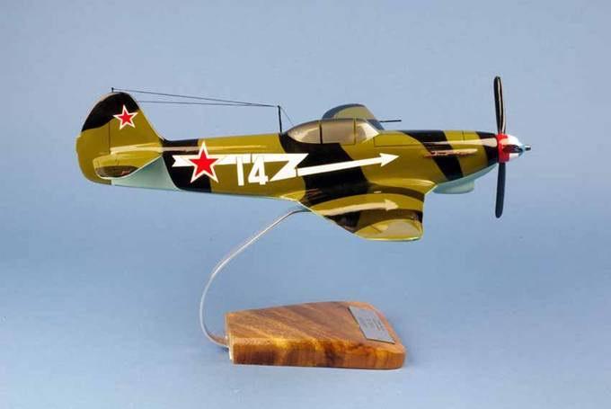 Maquette avion Yakovlev Yak 9 GC3 Normandie Niemen Le Père Magloire 1/24