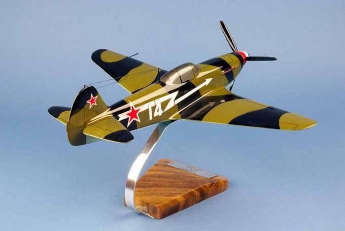 Maquette Yakovlev Yak 9 - GC3 Normandie Niemen Le Père Magloire 1/24