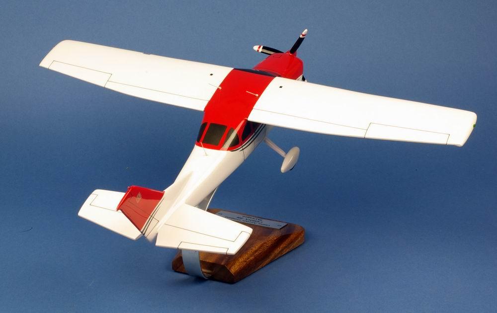 Maquette avion de tourisme CESSNA206 Stationair 1/24
