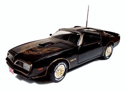 Véhicule Métal Pontiac Trans Am Firebird 1977 Smokey and the Bandit, Cours après moi Shériff au 1/18